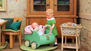 dolls-houses-1576105_1280